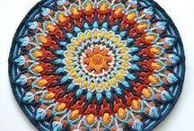 Crochet Mandalas / Ympyrän muotoon virkattu