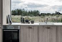 HOME Wohnen mit Holz / Wohnen mit Holz: Hier findest du viele schöne Ideen, wie du dein Zuhause mit dem wunderbaren Naturmaterial Holz noch wohnlicher gestalten kannst. Ob die Einrichtung in Küche, Wohnzimmer, Schlafzimmer oder Office, ob ganze Wände, Böden, Decken oder Treppen - mit Holz bringst du viel Wärme in den Raum und machst ihn herrlich gemütlich!