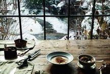 """HOME Hygge / Hygge Home - hier findet ihr viele """"hyggelige"""" skandinavische Interior Ideen, die euch Inspirationen geben sollen, wie ihr das dänische Gefühl der Gemütlichkeit & Entschleunigung in eurer Wohnzimmer oder Schlafzimmer holen könnt. Viele kuschelige Textilien, natürliche Materialien wie Holz, gemütliches Licht und der Bezug zur Natur ..."""