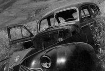 ANSEL ADAMS / Ansel Easton Adams (20.02.1902, San Francisco - 22.04.1984, Monterey) est un photographe américain, connu pour ses photographies en noir et blanc de l'Ouest américain. En collaboration avec Fred Archer, Adams développa le zone system, procédé qui permet de déterminer l'exposition correcte ainsi que l'ajustement du contraste sur le tirage final. La profondeur et la clarté qui en résultent sont la marque de fabrique des photographies d'Ansel Adams (bio Wikipédia). http://www.anseladams.com/ / by Pumila DeLéon