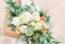 Wedding floral ideas / Floral ideas of real flowers for bridal bouquets, wedding ceremonies, receptions, & elopements