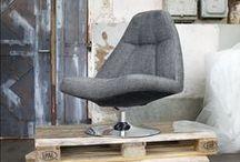Fauteuil / Zitcomfort is van groot belang in de hedendaagse woonkamer. Bereik optimaal comfort met onze fauteuils. Een fauteuil is een luxe stoel met over het algemeen een groter zitvlak dan bij gewone stoelen en armleuningen. In de meeste gevallen is een fauteuil bekleed met leder of een stevige stof. Naast de gewone fauteuils vindt u bij Pronto ook relax fauteuils, eetkamer fauteuils en lounge chairs tegen.