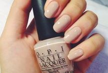 Nails/Lacquers