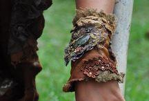 Armbanden van stof, kant, kralen