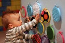 Sinneswahrnehmung    sensory walls, bags & bottles / Anregungen für Kleinkinder zur ~Sinneswahrnehmung ~Feinmotorik ~Taktilewahrnehmung ~ Akustik