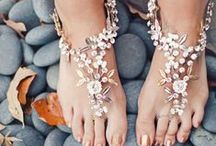 I love Fun Flip Flops / I love flip flops and there are such fun designs these days. There are fancy chic flip flops, girly girl flips flops, comfort style flip flops and no flip flop barefoot jewelry. Enjoy and head for the beach or that high fashion restaurant.