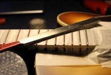 I MIEI LAVORI | 14: Rettifica tasti e setup generale chitarra semiacustica. / Rettifica tasti chitarra semiacustica, montaggio Pickup PAF Benedetto Jazz Pickup, montaggio meccaniche autobloccanti Sperzel Tuners Gold, setup generale dello strumento.  #bedinicustomguitars #Ferrara