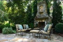 Patio's & Courtyards / Collection of stunning outdoor patio spaces.