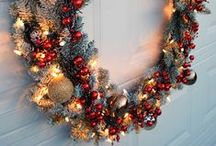 Holiday Garage Door Ideas / Jump start your holiday curb appeal with these holiday garage door decorations!