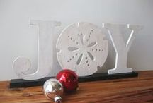 Florida Holiday Decor / Want to keep the coastal vibe, but still decorate for the holidays? Here are some ideas to make your home feel festive for the season!