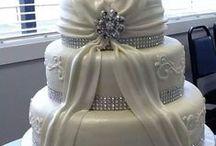 Cakes Clássicos / Cakes brancos de casamento.