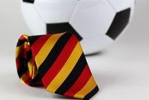 Länder-Krawatten zur EM / Stilvoll die Mannschaft während der EM unterstützen? Kein Problem! In unserem Shop findet Ihr passende Krawatten, Fliegen und Einstecktücher in schwarz, rot, gold.