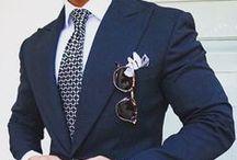 Sommer Styling: Herrenmode / Farbenfrohe schmale Krawatten, lockere Einstecktücher, schicke Fliegen und die passenden Kombinationsideen: Hier sammeln wir Styling-Vorschläge für die heißen Tage.