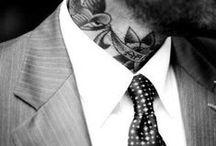"""Tattoos & Krawatten: Moderne und Klassik / Es gibt den Spruch """"Die Menschen, die diese Welt kaputt machen, tragen Krawatten und keine Tattoos"""". Wir finden dieser Spruch ist nicht ganz richtig - denn Krawatte (oder Fliege) und Tattoos: Das schließt sich nicht aus! Seht selbst!"""