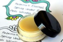DIY Natural Face Cream / Natural simple recipes to make your own facial creams and lotions.