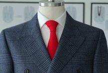 Płaszcze szyte na miarę w salonach Mercer / Szyte na miarę płaszcze jesienne i zimowe, krótkie i długie, z najwyższych jakości wełen, kaszmirów lub mieszanek tych szlachetnych tkanin. Wykonujemy płaszcze w różnych krojach z dodatkowym ociepleniem w postaci pikowanej podszewki.  Prezentowane na zdjęciach płaszcze krótkie szyte na miarę z włoskiej wełny w cenie od 2670 PLN  Zapraszamy serdecznie!