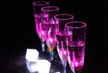 Soirée Apéro Lumineux / Vistaglo a sélectionné de la vaisselle fluo qui est réactive à la lumière noire. Elle donnera la touche de couleur qui manquait à votre soirée et vous permettra d'imaginer des fêtes toutes plus originales les unes que les autres.