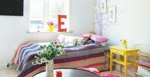 Kinderzimmer Deko / einrichten, Dekoideen, selbermachen, dekorieren, Boho, vintage Deko, günstig, low budget, Wandgestaltung, Arbeitsplatz, Kuschelecke, Kinderbett, sammeln, Aufbewahrung, verstauen, Ordnung, Beleuchtung, gemütlich, kindgerecht, bunt, Spielzimmer, spielen, Babyzimmer, Babybett, Wanddeko, Regale