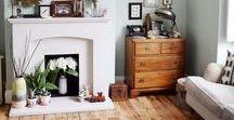 Interior - Wohnzimmer / Einrichtungsideen und Deko Inspiration für das Wohnzimmer im skandinavischen Boho vintage Look mit Möbeln, Sofas und Dekoration im midcentury Style in bunten Farben und Mustern