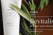 Amala / Amala ist eine führende zertifizierte Naturkosmetik-Kollektion im Bereich Luxuspflege. Hochwertigste und wirkungsvolle Rezepturen und ein unvergleichlich sinnliches Pflegeerlebnis machen Amala einzigartig. Amala Pflegeprodukte enthalten zu 100% natürliche Inhaltsstoffe aus kontrolliert biologischem Anbau und liefern sichtbare und nachweisliche Pflegeergebnisse für jede Haut in jedem Alter.