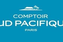 Comptoir S.P. /   Im Jahr 1974 wurde die Marke Comptoir Sud Pacifique kreiert. Die Gründer waren inspiriert von exotischen Inseln, der Begeisterung unendlichen Reichtums, der fruchtbaren Natur und traditionellen Gewürzen ferner Länder. Aus der Leidenschaft zu hochwertigen Ingredienzien wurde dann die Produktlinie geboren, die uns mit ihren exotischen Farben und wilden Düften ein paradiesisches Erlebnis verspricht.