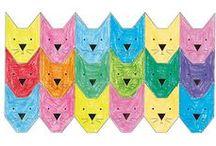 """Escher Parkettierung/Tesselation / Der Grafiker M.C. Escher (1898 - 1972) entwickelte perplexe Parkettierungen, die Kinder immer wieder in Erstaunen versetzen. Mit der """"Knabbertechnik"""" erfand er eine Methode, mit der man puzzleähnliche Parkettierungs-Kacheln aus ineinandergreifenden Figuren, Tieren, Fabelwesen usw. herstellen kann."""