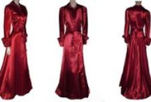 VINTAGE DRESSING GOWNS & ROBES / DRESSING GOWNS & ROBES DESIGNED TO MAKE YOU LOOK GLAMOROUS