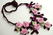 Colliers, cols et bijoux au crochet