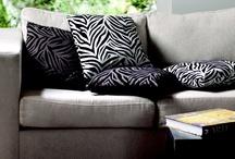 África / En Easy textura animal.  Elementos inspirados en África dan un toque salvaje y osado a  la decoración, con maderas oscuras y variadas texturas presentes en distintos elementos, para llevar la vanguardia a tu hogar.