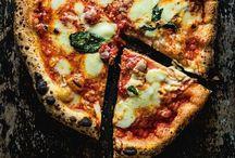 Pizza / Knusprig, würzig, üppig - und selbstgebacken natürlich am besten! Hier dreht sich alles rund um klassische, aber auch außrgewöhnliche Pizzen