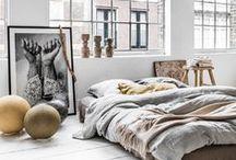 Loft interior / Лофт – это сочетание старого (кирпичные, отштукатуренные или крашеные стены, дощатый пол) и нового (стекло, металл, ультрасовременная бытовая техника). При разумном подходе лофт может прижиться и в городской квартире с открытой планировкой, и в компактном загородном доме.  © 4living.ru