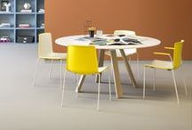 MEETiNG TABLES / Designer meeting room tables and chairs