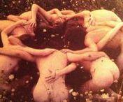 Cercle de Femmes / Un lieu sacré pour faire éclore notre féminité, cultiver une nouvelle vision et aller à la rencontre de notre vérité.  Reliées à la Terre et à la Lune, unies à nos soeurs, nous marchons dans la lumière de la Mère Divine. http://alineverheyen.be/vous-moi/cercledefemmes/