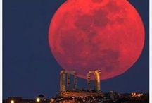 Incredible Full Moons / Incredible Full Moons Around the World