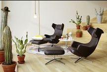Sofa & Sessel / ... was wäre ein Wohnzimmer ohne ein gemütliches Sofa oder einen bequemen Sessel. Bei Drifte Wohnform zeigen Hersteller wie freistil – Rolf Benz, COR, vitra u. v. a. ihre Modelle.