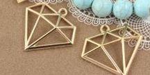 Zawieszki / charmsy do bransolet i naszyjników / Zawieszki, charmsy, pendants, urocze elementy do bransoletek na gumce i z tradycyjnym zapięciem. Zawieszki w różnych kształtach i wzorach.