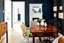 Navy Living Room Inspiration / Inspiration for a dark, moody living room or front room featuring navy. It's a gorgeous colour, so don't be afraid to go wild and choose it for your living space.