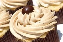 Food :: Cupcakes & Cakes / by Kimberly Hamilton