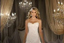 Wedding Dresses / Looking for businesses to help you out with your wedding? Send a free inquiry with EZBZ to all relevant businesses in your area and get offers from them all!  http://ezbz.co/