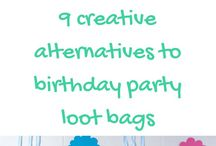 Loot Bag Ideas for Kids' Birthdays / We all need inspiration when its time to plan a birthday! Specially loot bags. Here you will find ideas for cool items you can add in loot bags and more!