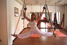 Aero yoga / El Aero Yoga o Yoga en el columpio funde su modernidad con las mas antiguas tradiciones del Natha Yoga que son la base de cada ejercicio que se realiza con este instrumento del siglo XXI, y sus objetivos principales son fortaleza del cuerpo, rejuvenecimiento, redefinición muscular, tonicidad digestiva, respiratoria y relajación profunda (Yoga Nidra), combatiendo eficazmente estrés y ansiedad.