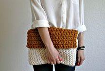 Вязаные сумки, клатчи и аксессуары. Knitted bags , clutches and accessories. / Создать стильный образ поможет красивый аксессуар. В этом отношении всегда хороша вязаная сумка. Это модное изделие, которое можно подобрать к любому гардеробу. Изделия, связанные спицами или крючком, всегда смотрятся потрясающе. Если вы умеете вязать, то сумка станет отличной возможностью реализовать свои творческие способности.