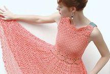 Вязаная летняя мода. Knitted summer fashion. / Аажурные платья, топы и купальники.  Весна и лето – отличный повод завести в свой гардероб несколько новых, и обязательно смелых моделей. Мода на эксклюзивную ручную работу в весенних коллекциях этого года выражена очень ярко. Дизайнеры использовали все преимущества вязальных техник, а это не только спицы, но и крючок, для создания практически уникальных моделей вязаных платьев.