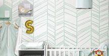 Fris munt / De muntgroene trend blijft heel populair voor de babykamer. Fris munt is zowel voor een stoere jongenskamer als een dromerige meisjeskamer geschikt. De trendy kleur kan je makkelijk combineren met andere kleuren. Voor een stoere jongenskamer kan je deze zachte kleur combineren met andere pasteltinten zoals lichtgrijs. Voor een typische meisjeskamer kan je het zachte munt ook combineren met roze. Veel succes met het decoreren van de babykamer!