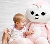 Baby ♥ Lila & Lou / Dreambee stelt je trots haar nieuwe collectie voor: de knuffelgrage luiaards Lila & Lou! In de Lila & Lou-collectie vind je alles voor je baby: van badtextiel tot speelgoed en van het zachtste beddengoed tot schattige accessoires. Roze, blauw en grijs ... De drie beschikbare kleuren kan je perfect combineren. Zowel voor jongens als voor meisjes!