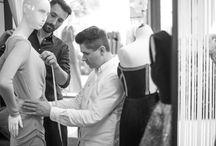 """Made to measure /    Projekty marki powstają w oparciu o filozofię  """"Szycia Na Miarę"""" i charakteryzują się nienagannym krojem oraz szlachetnymi tkaninami z, których powstają.     Ręczne wykończenia detali sprawiają, że ubrania sygnowane metką Thecadess stały się znakiem rozpoznawczym marki.     Zaprojektuj z nami wymarzoną sukienkę."""