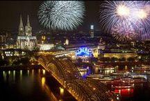 Kölner Lichter / 19. Juli / 19th July 2014.  Das große musiksynchrone Feuerwerk am Rheinufer verwandelt Köln in ein Flammenmeer.