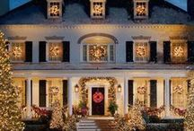 Christmas Houses from Europe / Great Christmas homes decorated for Christmas from mad wild outside lights to sophisticated Christmas Decor. Please pin to find the best looking Christmas homes across Europe. Fun Xmas lights , UK, France, Germany, Austria, Italy, Portugal, Greece, Spain and all over Europe