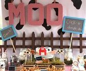 Farm party Ideas / Farm themed birthday party ideas including Farm themed foods and treats, farm decorations, and farm party favors. See more at PartyographyByAlli.com!
