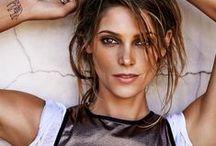 Ashley GREENE / Ashley Michele Greene est une actrice et mannequin américaine née le 21 février 1987 à Jacksonville en Floride aux États-Unis . Elle est surtout connue pour avoir interprété le rôle d'Alice Cullen dans la saga TWILIGHT.